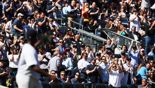 Big Mike's big ovation. (Al Bello/Getty)