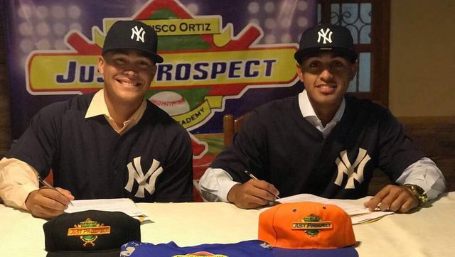 Cabello on the left, Salinas on the right. (@JesseSanchezMLB)